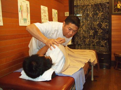 ぎっくり腰の応急処置法