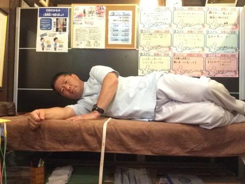 腰が痛いときの起き上がり方1